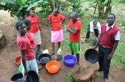 Auch die Schüler können das gesammelte Wasser nützen - z.B. zum Waschen.