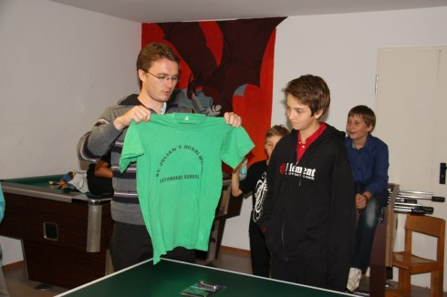 Sebastian Sottner, de Torschützenkönig mit Ugari T-Shirt als Preis.