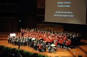 Zum Abschluss des Konzerts singen die Wiltener Sängerknaben das afrikanische Lied Salelaka mokinzi. (Foto: Reinhold Sigl, BIG Detail)