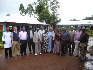 Der große Schulausschuss bestätigte den Projektplan für den Bau des Trinkwasserbrunnens (Foto: Ausschuss-Mitglieder 2013)