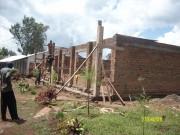 Der Baumeister Alipo betrachtet das Werk seiner Arbeiter.
